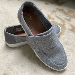 TOMS Altair Gray Felt Suede Slip On Loafers